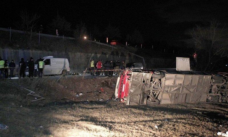 Автобус рухнул с обрыва, много погибших: кадры страшной аварии в Европе