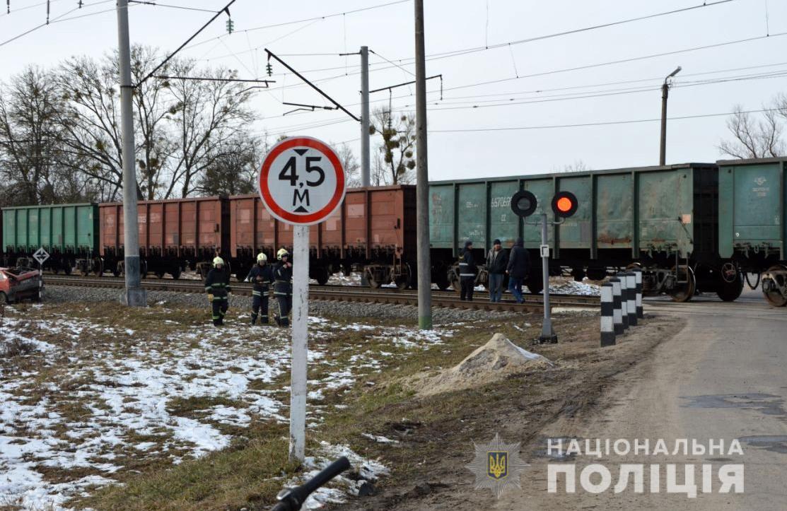 Потяг влетів у автомобіль: на Волині сталася жахлива ДТП, опубліковано фото