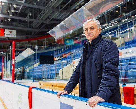 Знаменитий тренер приїхав у Росію, там з ним стався конфуз: з'явилися фото та відео