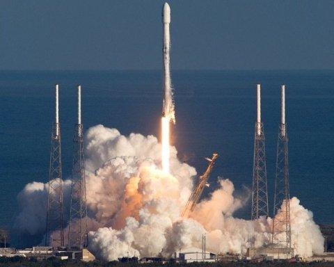 SpaceX запустила ракету Falcon 9 з місячним апаратом: момент потрапив на відео