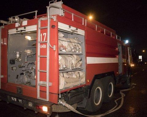 У Києві сталася смертельна аварія, жінка згоріла в автівці: опубліковано фото та відео