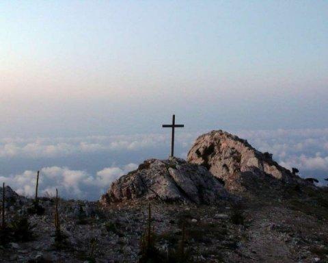 Томос: єпископ ПЦУ провів перше богослужіння на Афоні