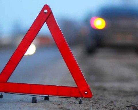 Авто влетіло у підземний перехід: у Києві сталася моторошна ДТП