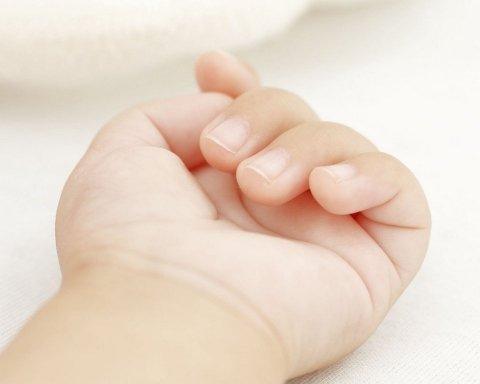На Харківщині батьки до смерті закатували 3-річну дитину: подробиці трагедії