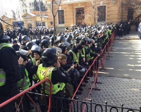 Зіткнення між активістами і силовиками в Києві: з'явилися дані про постраждалих