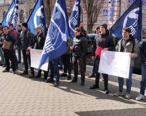 Скандал вокруг окружения Порошенко: в Киеве устроили «кровавую» акцию