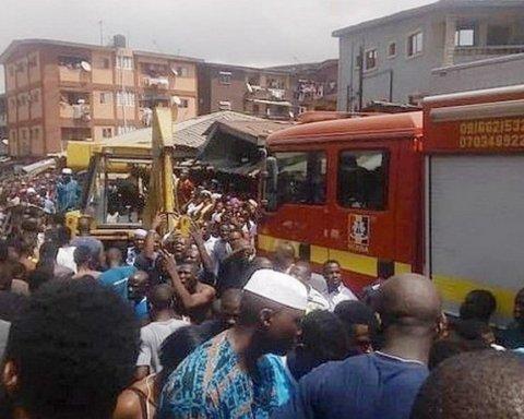 В Африке рухнуло здание школы, под завалами сотня детей: первые подробности и кадры