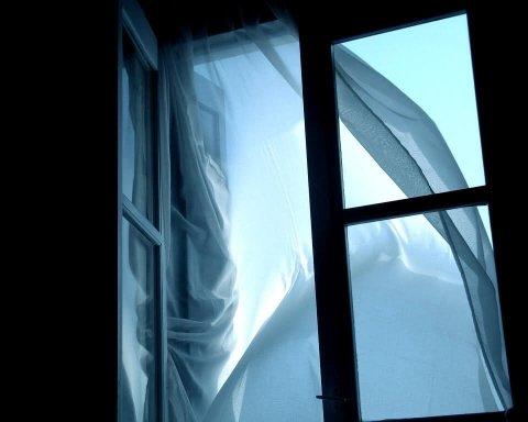 Выбросили из окна: в Одессе произошло ЧП с иностранцем