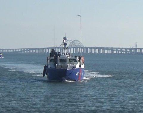 Путин отправил к Крымскому мосту военных: все попало на фото
