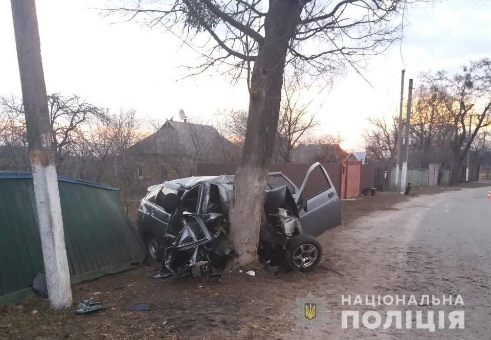 Погибли молодые люди: появились детали и фото с места страшного ДТП на Киевщине