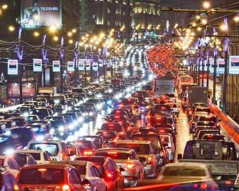 Киев остановился в пробках: где не проехать