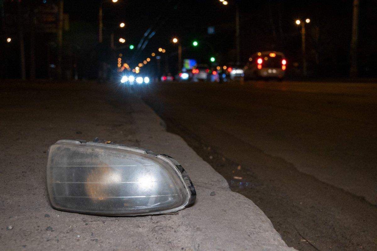 У Києві на смерть збили пішохода, водій втік: фото та відео з місця ДТП