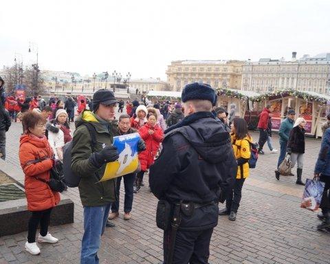 Росіянам нагадали, чий Крим: з'явилися яскраві фото з Москви