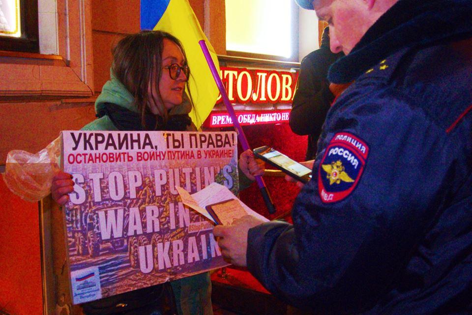 У Росії відбувся антипутінський протест з українським прапором: опубліковано фото