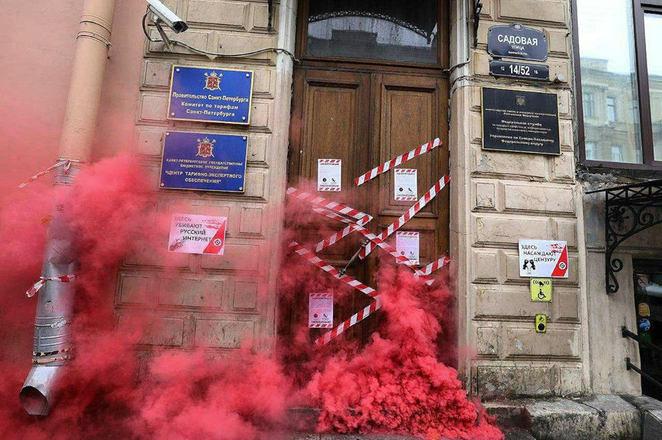 """Люди, які вийшли проти путінської влади, """"запалили"""" у Росії: з'явилися фото"""