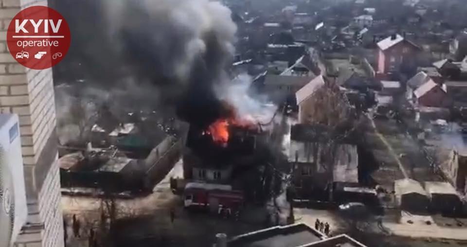 У Києві спалахнула серйозна пожежа: перші фото і відео