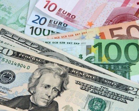 Курс доллара и евро рекордно упал: что происходит в «обменниках»