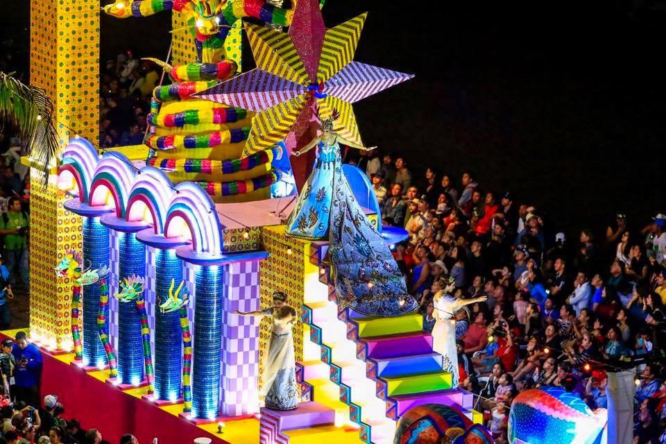 В Бразилии в самом разгаре легендарный карнавал: появились зрелищные кадры из Рио