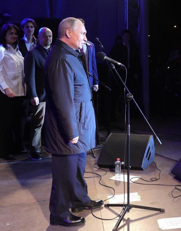 Надягнув чужі штани: в мережі побачили цікавий момент на фото Путіна