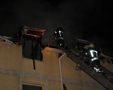 У центрі Києва спалахнув будинок: все потрапило на фото