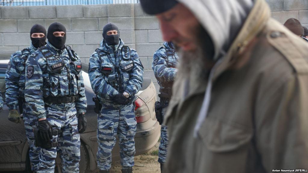 Обшуки в окупованому Криму: путінські силовики жорстоко побили місцевих, багато затриманих