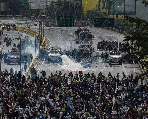 Беспорядки и массовые смерти: на фото показали, что происходит в Венесуэле