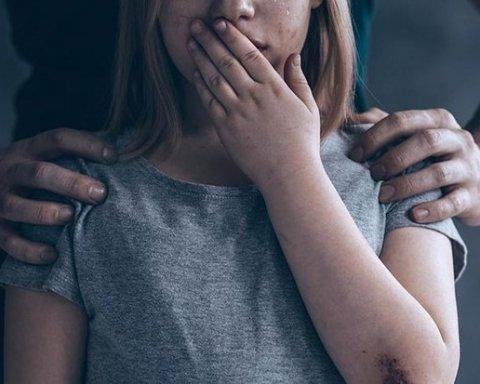 Похитили и изнасиловали: под Херсоном случился жуткий инцидент со школьницей