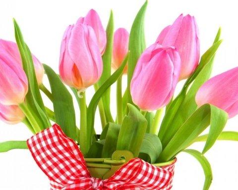 8 березня: короткі вітання і красиві листівки