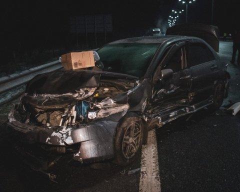 Столкнулись десятки машин: в Киеве произошло масштабное ЧП