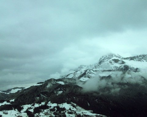 Готуйтеся до снігу: рятувальники попередили про надзвичайну небезпеку в Карпатах