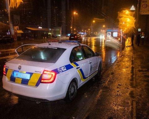 В Киеве таксист насмерть сбил пешехода: фото и видео с места ДТП