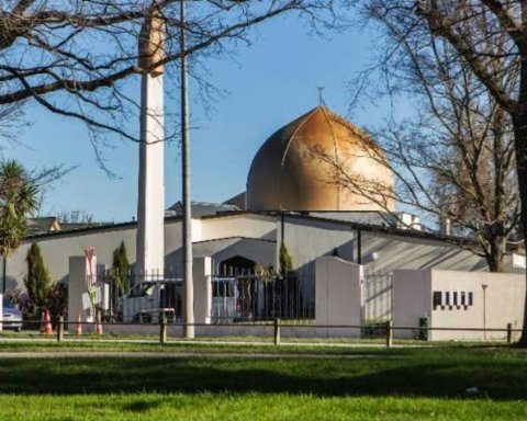 В мечетях Новой Зеландии открыли стрельбу, убиты 40 человек: первые подробности и кадры