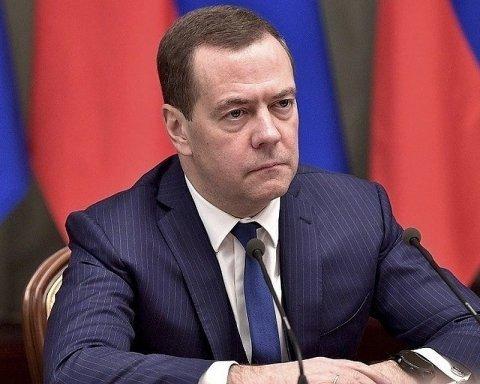 Медведев в очередной раз оконфузился и рассмешил сеть: все попало на видео