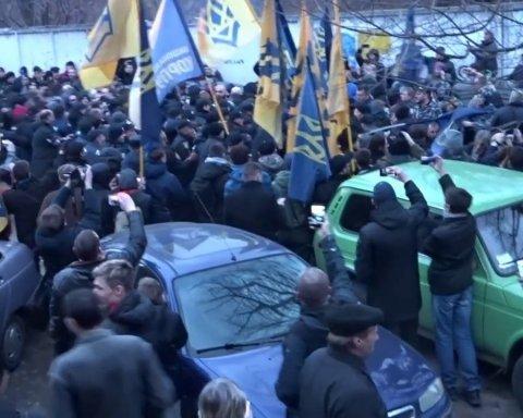 """Прорив до Порошенка у Черкасах: в Нацкорпусі заявили про """"зникнення"""" активістів"""