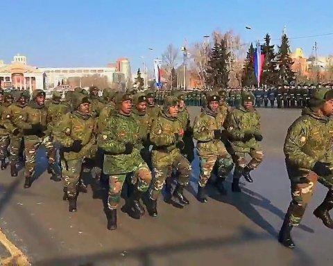 На параде в России заметили интересных гостей: сеть рассмешило видео
