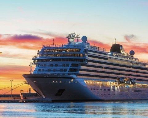 ЧП с круизным лайнером возле Норвегии: появилось жуткое видео с судна