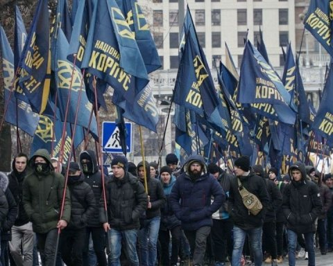 У Києві пройшов мітинг Нацкорпусу через скандал з оточенням Порошенка: опубліковано відео