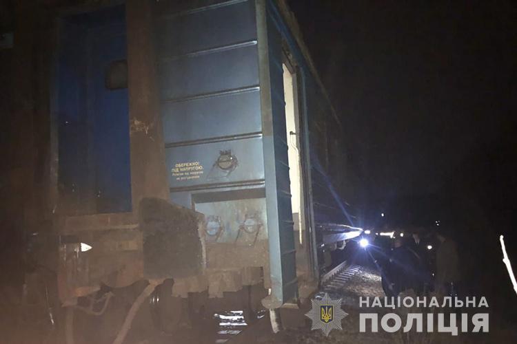 Потяг з пасажирами перекинувся під Тернополем: деталі та кадри з місця
