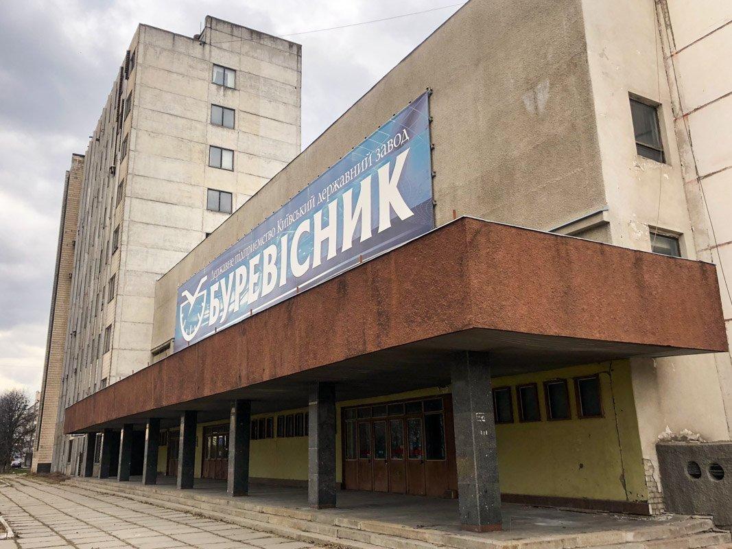 У Києві сталася пожежа на заводі, який належить Укроборонпрому: фото і подробиці
