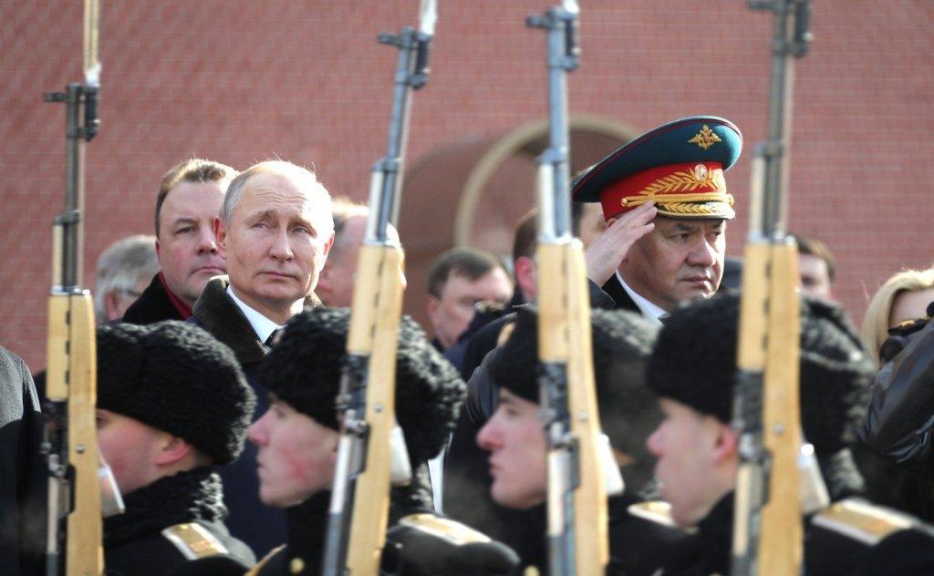Путін зарядив гармати і зачаївся до літа