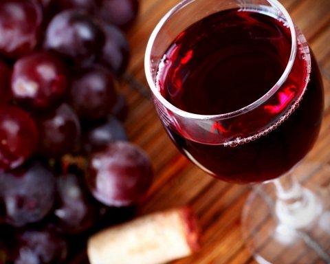 Потрібно 40 літрів: дієтолог спростувала головний міф про червоне вино