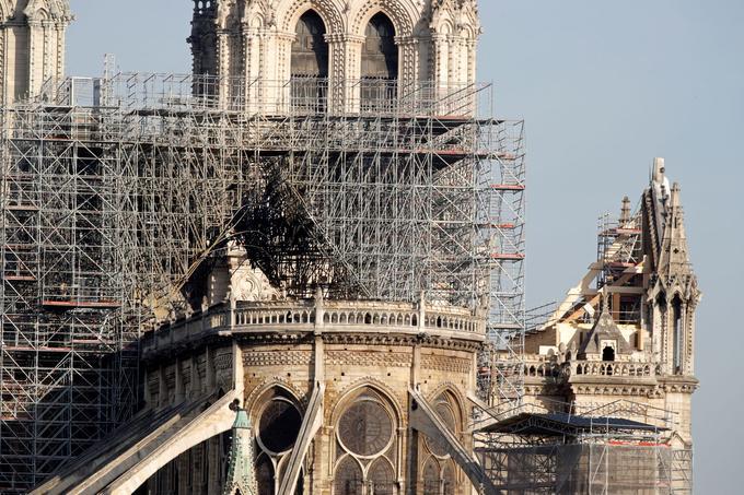 Пожежа у Нотр-Дам де Парі: з'явився ризик обвалу собору
