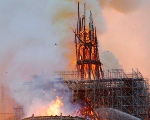 Нічого не залишиться: з'явились нові відео та прогнози щодо пожежі у Соборі Паризької Богоматері