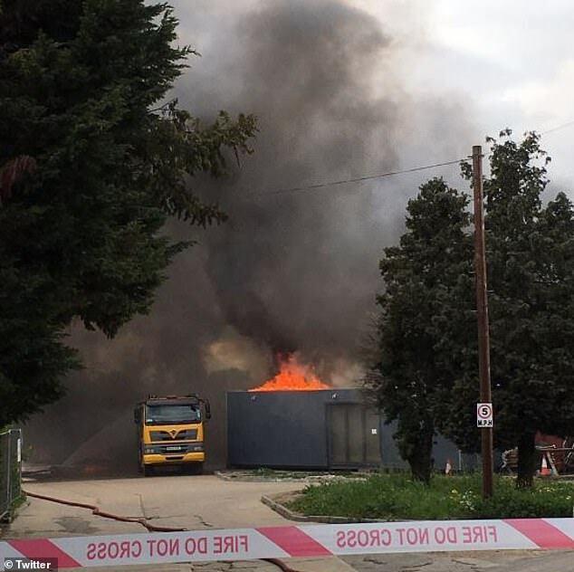 У Британії спалахнула потужна пожежа:  подробиці і кадри з місця