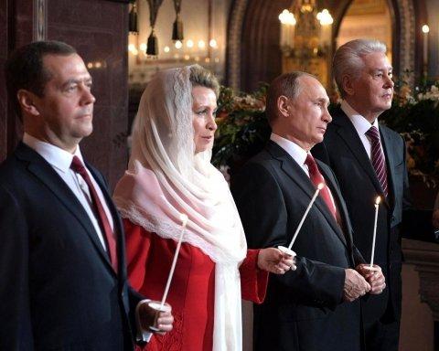 Путін та Медведєв розгнівали росіян на Великдень: опубліковано фото та відео