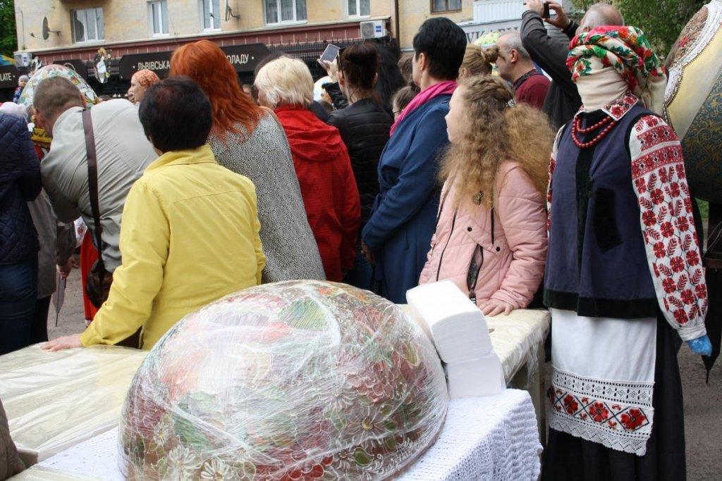 В Украине создали писанку-«рекордсменку»: появились интересные фото и видео
