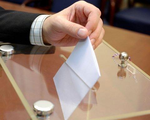 Черги та тисячі людей: як проходять вибори президента України за кордоном