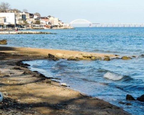 В окупованому Криму зруйнували популярний пляж: з'явилися сумні фото і відео
