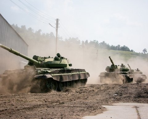 Боевики масштабно стянули танки и пушки: опубликована карта
