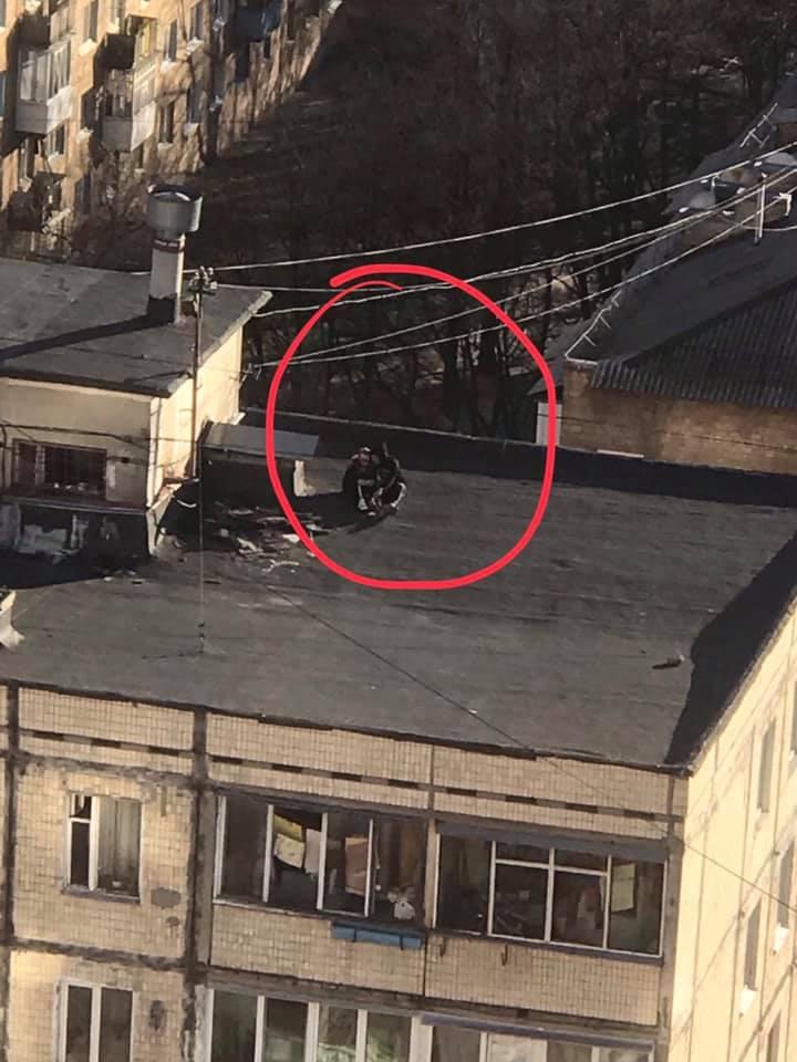 Мережу обурили небезпечні розваги підлітків у Києві: опубліковано фото